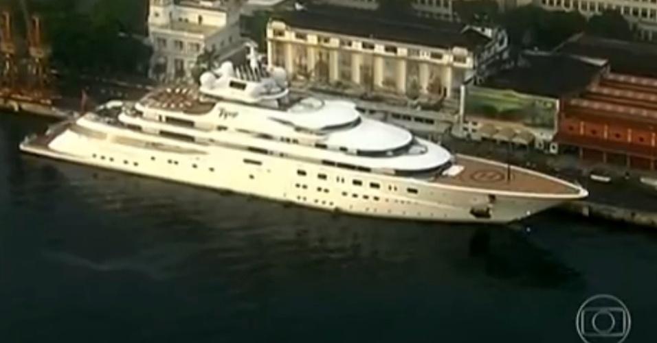 11.jun.2014 - Segundo a TV Globo, esse é o iate onde o ator Leonardo di Caprio irá se hospedar, no Rio. A embarcação, que pertence ao sheik Mansour bin Zayed, dono do time inglês Manchester City e membro da família real de Abu Dhabi, é considerada a quinta maior do mundo e avaliada em mais de 1,5 bilhão de reais