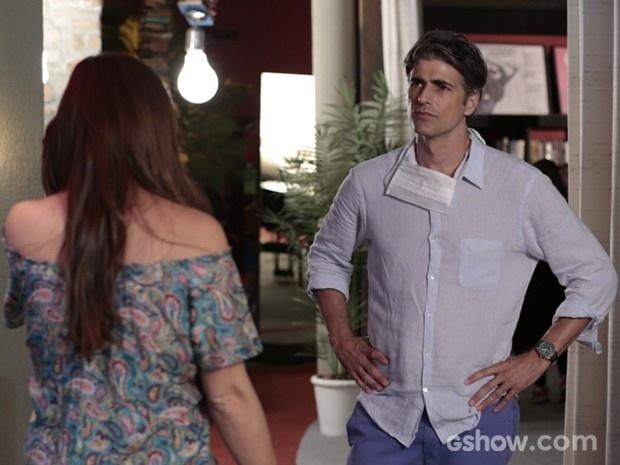 Cadu tira satisfação com Clara sobre relação dela com fotógrafa