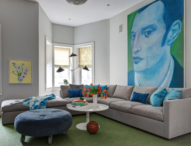 A sala íntima tem como destaque a pintura feita pela irmã do proprietário da residência David Adler, Shelley - Bruce Buck/ The New York Times