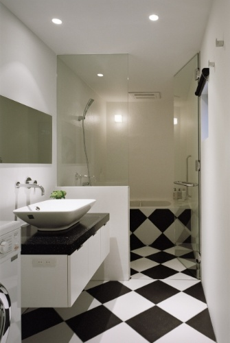 O banheiro do andar térreo da Casa TN fica em um