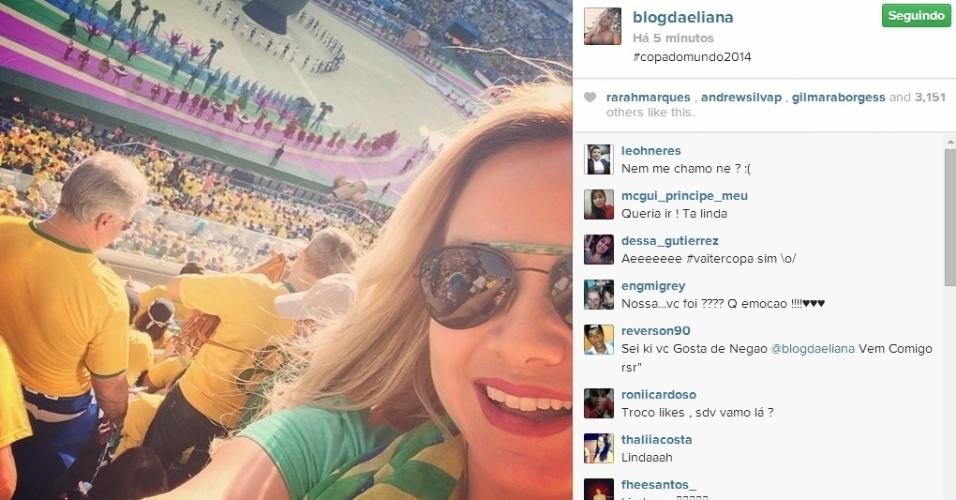 12.jun.2014 - Animada, Eliana foi ao Itaquerão conferir de perto o jogo entre Brasil e Croácia na Copa do Mundo