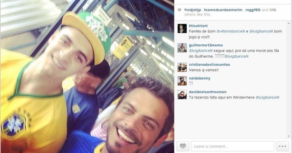 12.jun.2014 - Ator Luigi Baricelli e o filho vão de metro para para Arena Corinthians em São Paulo, onde acontecerá a abertura da Copa entre Brasil e Croácia