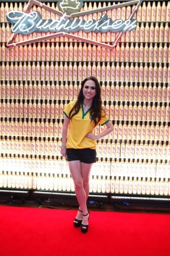 12.jun.2014 - Atriz Tatá Werneck assiste ao jogo do Brasil e Croácia em hotel no Rio de Janeiro