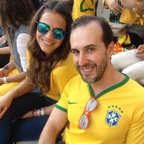 12.jun.2014 - Cabeleireiro Marcos Proença publica foto ao lado da atriz Bruna Marquezine na Arena Corinthians, em São Paulo, com partida do Brasil contra Croácia