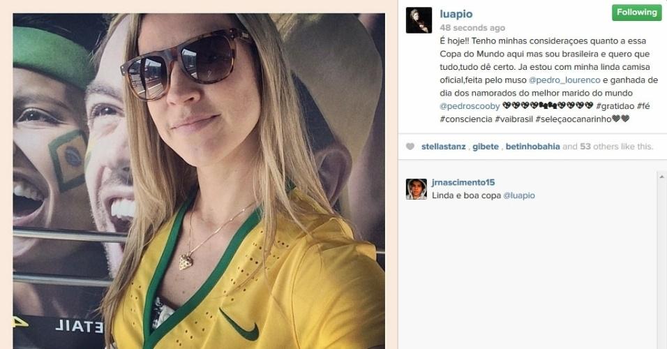 12.jun.2014 - Luana Piovani posta foto com a camiseta do Brasil