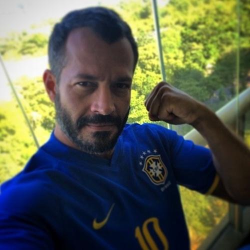 12.jun.2014 - Malvino desabafa sobre a Copa