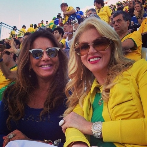 "12.jun.2014 - Val Marchiori posta foto na Arena Corinthians. ""Vamos Brasil"""