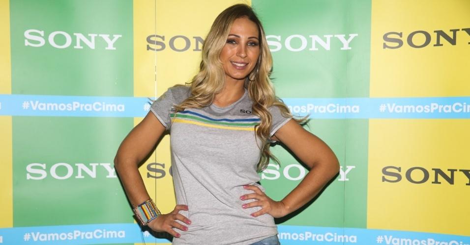 12.jun.2014 - Valesca Popozuda durante encontro com a imprensa no camarote da Sony para o jogo de abertura da Copa, em São Paulo