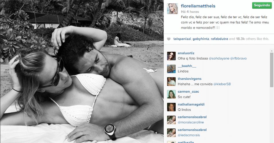 12.jun.2014 - Fiorella Mattheis faz declaração de amor ao marido, Flávio Canto.