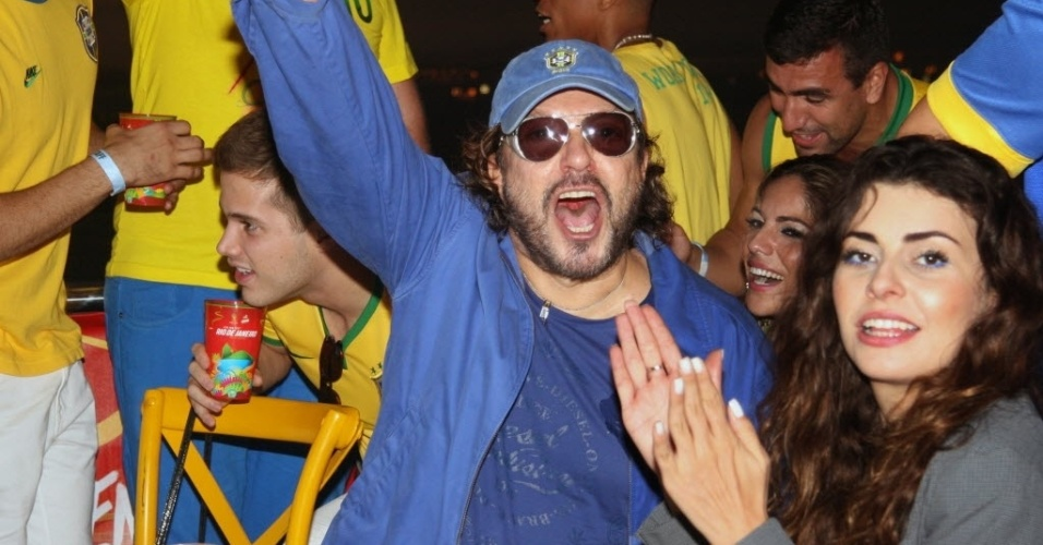 12.jun.2014- Wolf Maya comemora gol do Brasil no primeiro jogo da Copa do Mundo