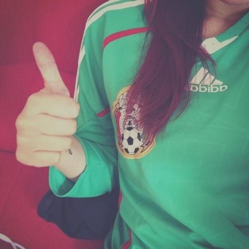 13.jun.2014 - A ex-RBD Dulce María postou nesta sexta uma foto com a camiseta do México. A seleção~mexicana enfrenta o Camarões, em Natal, no segundo jogo da Copa do Mundo
