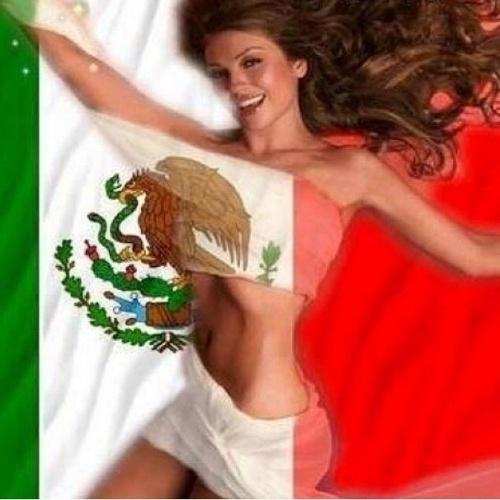 """13.jun.2014 - Thalia publica montagem em que aparece enrolada com a bandeira do México. """"México México ra ra raaaaaaaaa!!!!!!!"""", escreveu"""