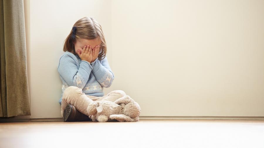 Sobrecarga dos pais durante a pandemia pode explicar aumento de práticas negativas - Getty Images
