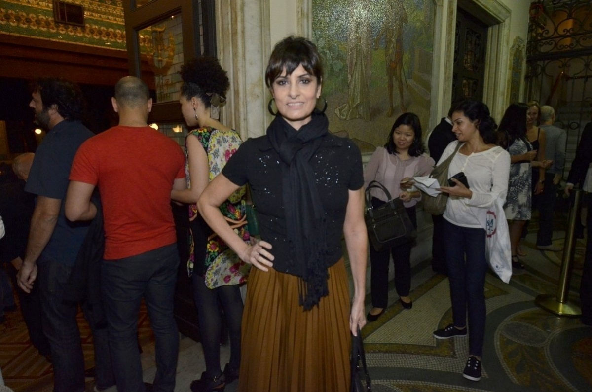 13.jun.2014 - Fernanda Abreu na estreia do espetáculo