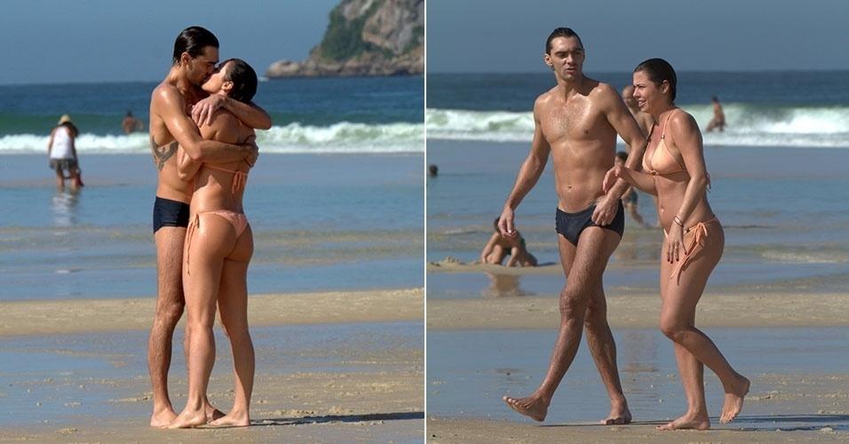 14.jun.2014 - O jogador de vôlei Giba aproveita a praia com sua namorada, na Barra da Tijuca, Rio de Janeiro