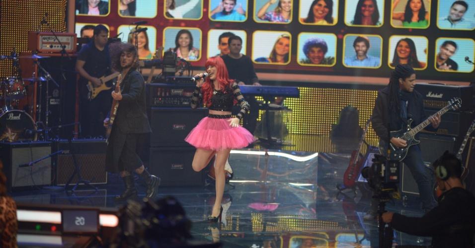 """15.jun.2014 - A banda Move Over apresenta a música """"Decode"""" e alcança 81% dos votos, ficando no topo do Top 7 do """"SuperStar"""""""