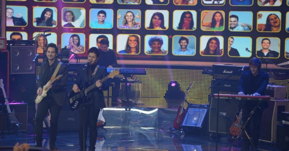 """15.jun.2014 - Com uma música autoral em português, a banda Jamz ganhou 79% dos votos e garantiu seu lugar no Top 7 do """"SuperStar"""""""