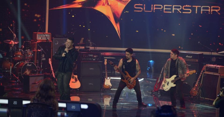 """15.jun.2014 - Última a se apresentar no """"SuperStar"""" deste domingo, a banda Malta toca mais uma música autoral e conquista 80%, dicando em segundo lugar no Top 7"""