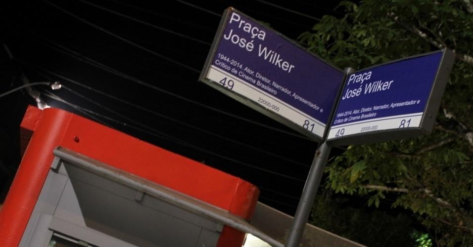"""16.jun.2014 - Placa com nome de José Wilker no cenário de """"Malhação Sonhos"""". Novela fará homenagem ao ator, que morreu em abril deste ano"""