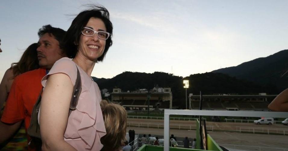 Fernanda Torres vai ao Parque da Bola Rio, evento realizado no Rio de Janeiro com trasmissão dos jogos da Copa do Mundo