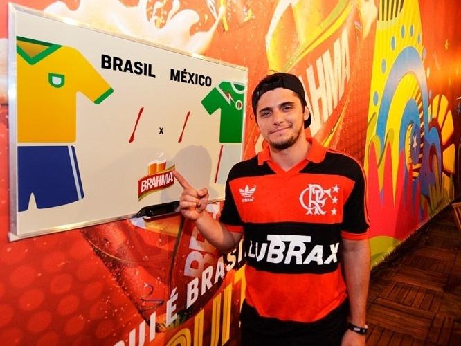 15.jun.2014 - Bruno Gissoni aposta em um empate de 1 a 1 no jogo Brasil x México, que acontece nesta terça-feira. O ator deu seu palpite durante o jogo da Argentina contra a Bósnia no estádio do Maracanã, no Rio de Janeiro