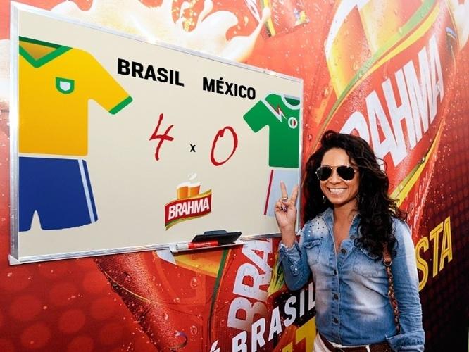 15.jun.2014 - Cinara Leal aposta em um placar de 3 a 2 no jogo Brasil x México, que acontece nesta terça-feira. A atriz deu seu palpite durante o jogo da Argentina contra a Bósnia no estádio do Maracanã, no Rio de Janeiro