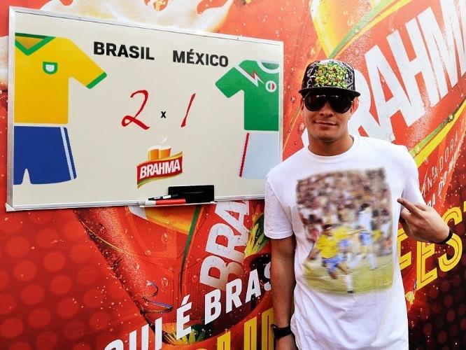 15.jun.2014 - Thiago Martins aposta em um placar de 2 a 1 no jogo Brasil x México, que acontece nesta terça-feira. O ator deu seu palpite durante o jogo da Argentina contra a Bósnia no estádio do Maracanã, no Rio de Janeiro