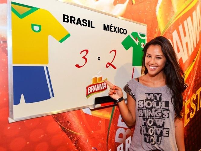 15.jun.2014 - Yanna Lavigne aposta em um placar de 3 a 2 no jogo Brasil x México, que acontece nesta terça-feira. A atriz deu seu palpite durante o jogo da Argentina contra a Bósnia no estádio do Maracanã, no Rio de Janeiro