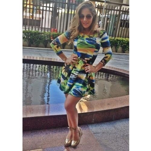 17.jun.2014 - A ex-BBB Ana Mara mostra o seu vestido com as cores do Brasil