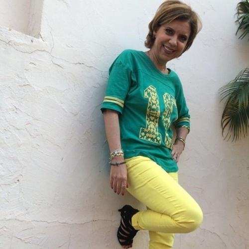 """17.jun.2014 - Astrid Fontenelle já está pronta para o jogo do Brasil desta terça-feira. """"To pronta!!! Quer dizer, to pronta desde ontem!!"""", escreveu!"""