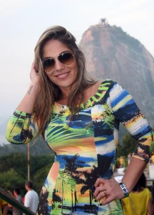 Ex-BBB Anamara acompanha o jogo entre Brasil e México no Morro da Urca, no Rio de Janeiro