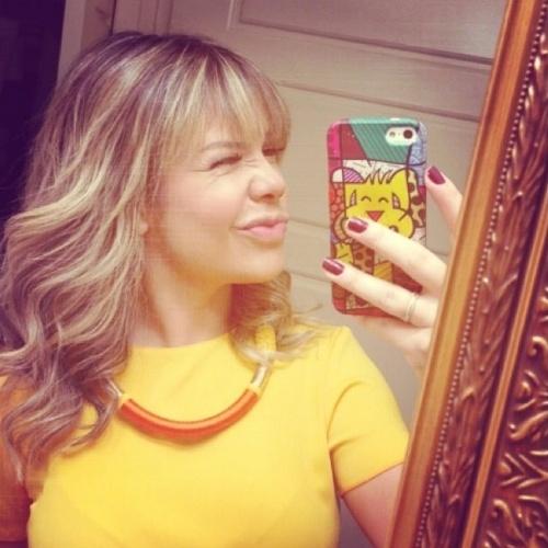 """17.jun.2014 - Fernanda Souza muda o visual. """"Vou levar meu cabelo novo pra curtir minhas merecidas férias!"""", escreveu ela"""