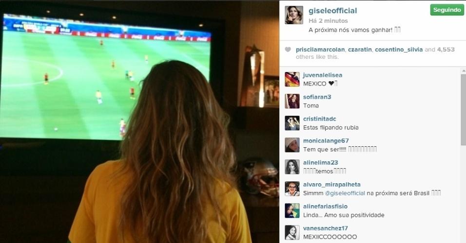 17.jun.2014 - Gisele Bündchen não perde a confiança mesmo após empate entre Brasil e México.