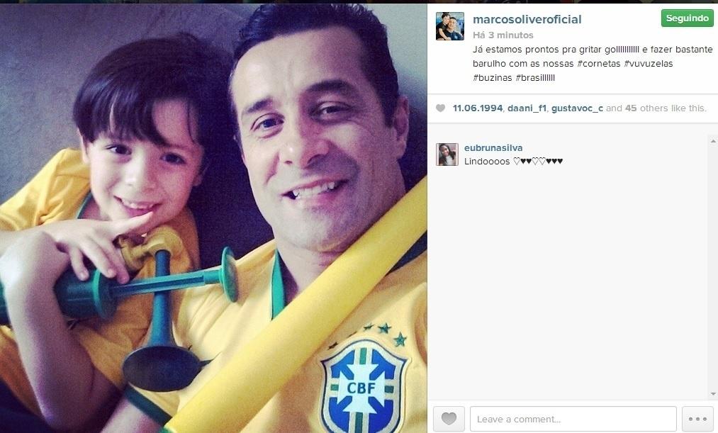 17.jun.2014 - Marcos Oliver e o filho se preparam para vibrar pela Seleção com as vuvuzelas em mãos:
