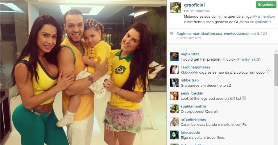 17.jun.2014 - O cantor Belo apareceu sem seus dreads em foto publicada pela mulher, Gracyanne Barbosa, no Instagram.
