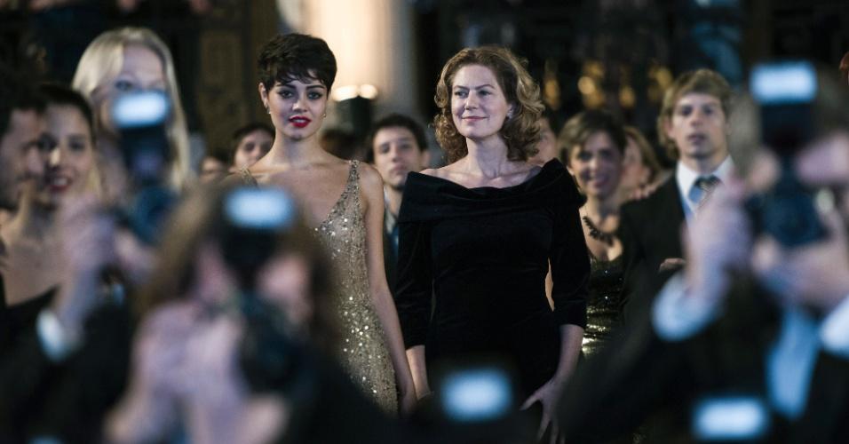 """Duda (Sophie Charlotte) e Angela (Patricia Pillar) em cena de """"O Rebu"""""""