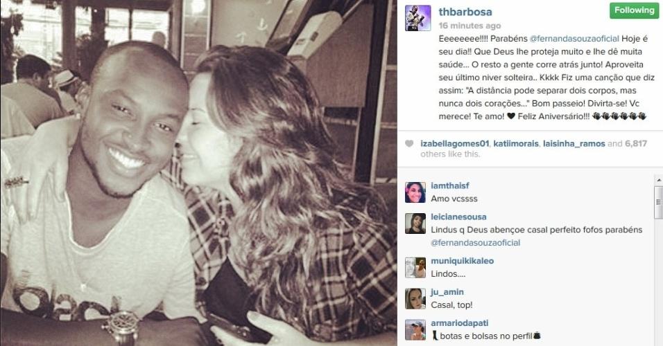 18.jun.2014 - Thiaguinho parabeniza a noiva Fernanda Souza.