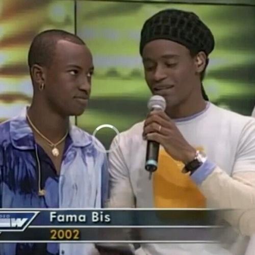 """18.jun.2014 - Thiaguinho posta foto e relembra a participação no programa """"Fama"""", em 2002,  ao lado de Toni Garrido"""