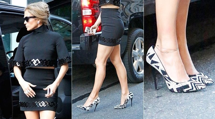 18.jun2014 - Jennifer Lopez usa sapato maior que o pé