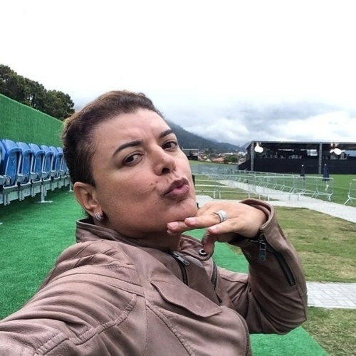 """20.jun.2014 - David Brazil visita a Granja Comary e brinca: """"Estou me sentindo a Bruna Marquezine"""". O promoter é muito amigo da atriz e do Neymar"""