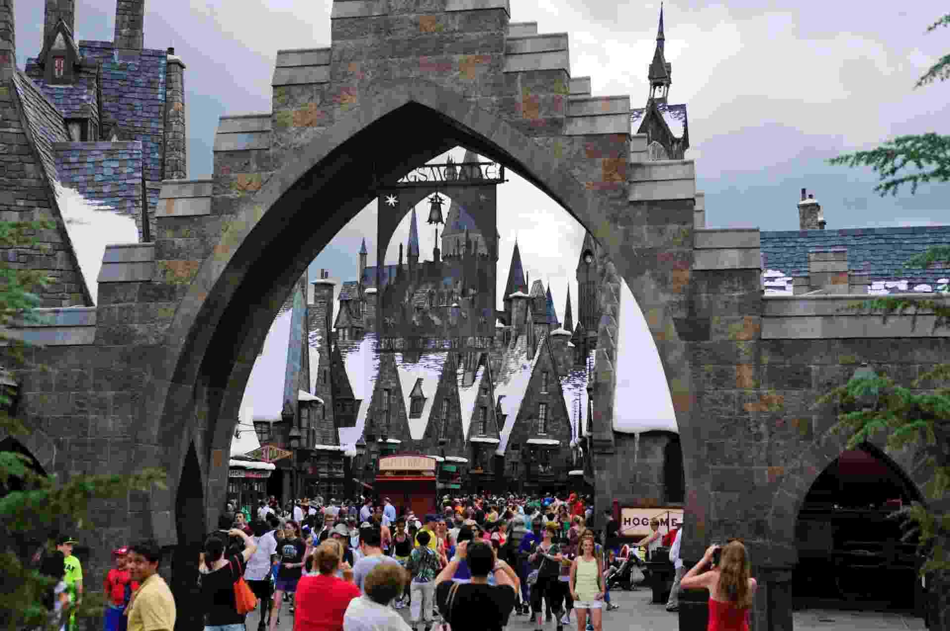 """20.jun.2014 - Pré-inauguração para imprensa do """"O Mundo Mágico de Harry Potter - o Beco Diagonal"""", no Universal Orlando Resort, em Orlando, Florida. A nova atração, que abre ao público em 8 de julho, é a expansão do mundo original de Harry Potter, que foi inaugurado em 2010 - REUTERS/David Manning"""
