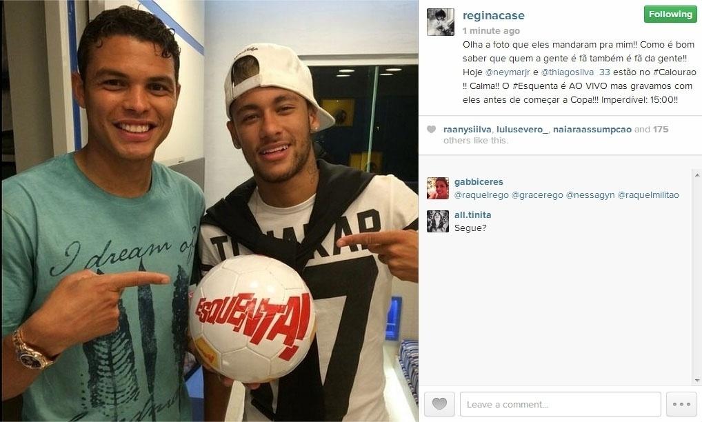 22.jun.2014 - A apresentadora Regina Casé postou foto dos jogadores Thiago Silva e Neymar com bola do programa