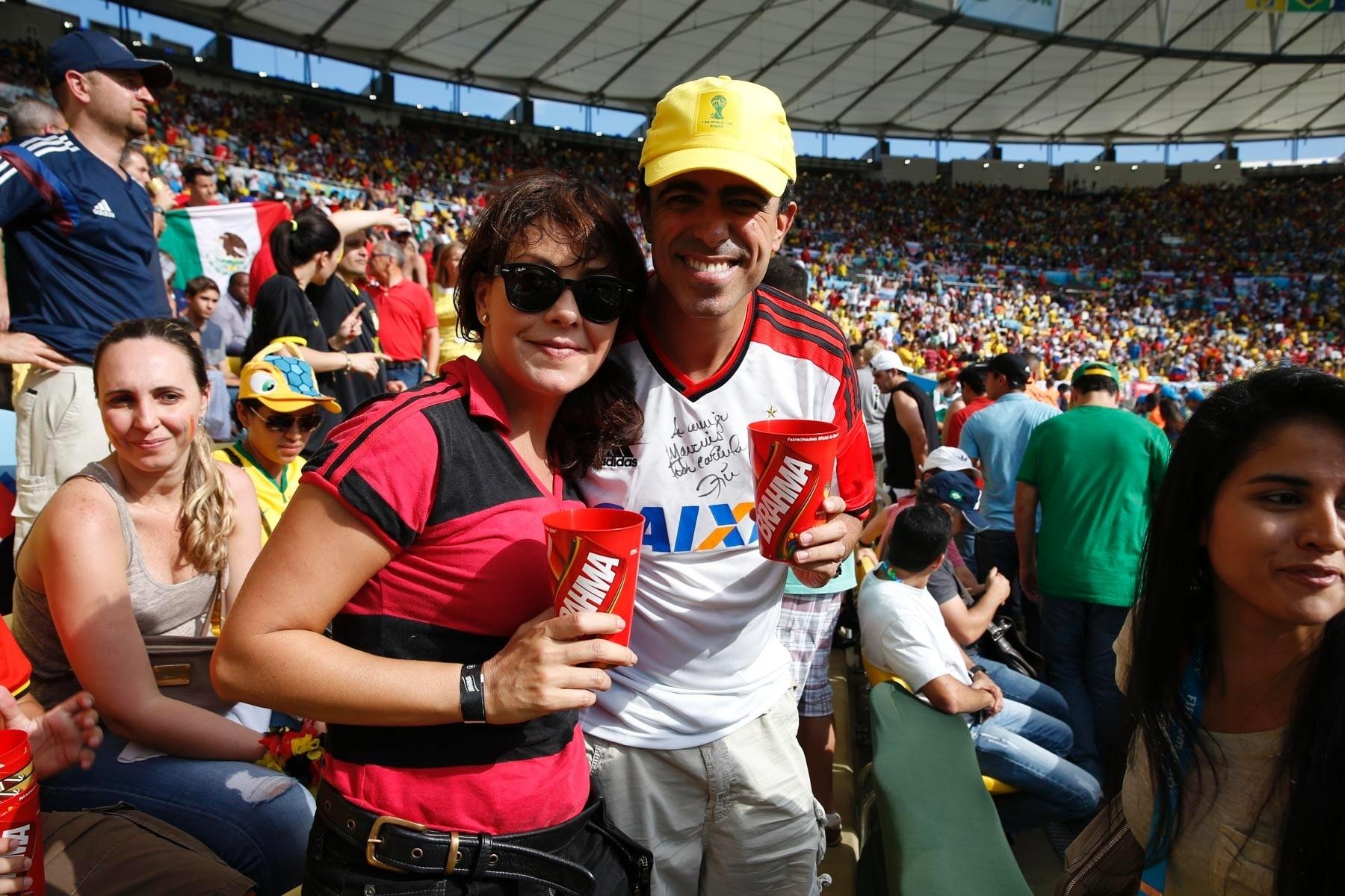 22.jun.2014 - Fabiula Nascimento e Marcius Melhem assistem juntos a Rússia e Bélgica no Maracanã, no Rio de Janeiro