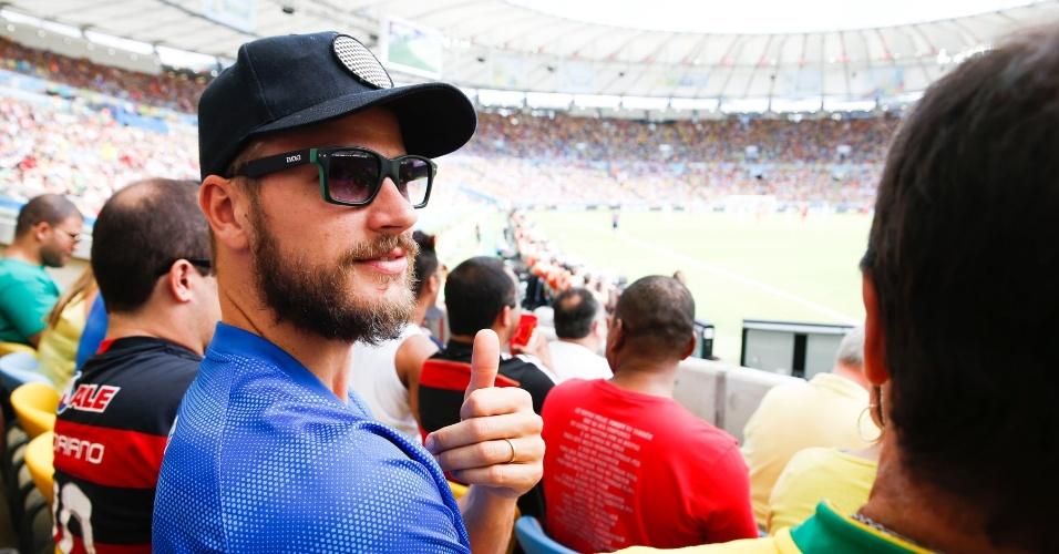 22.jun.2014 - Rodrigo Hilbert acompanha a partida entre Rússia e Bélgica no Maracanã