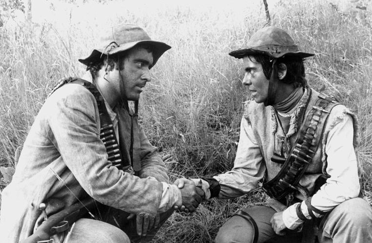 """1985 - Os atores Tony Ramos e Bruna Lombardi em cena da minissérie """"Grande Sertão: Veredas"""", da Rede Globo"""
