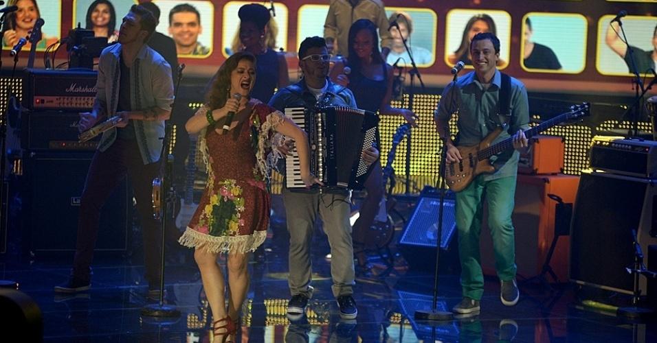 """22.jun.2014 - Banda Bicho de Pé se apresenta no """"SuperStar"""" e recebe 73% dos votos do público"""