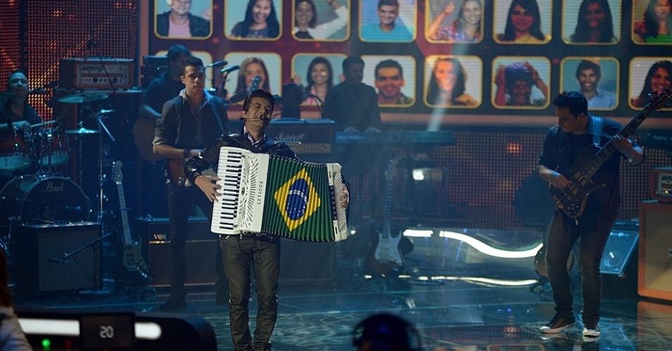 """22.jun.2014 - Misturando """"Starway to Heaven"""" e """"Espumas de Amor"""", Luan e Forró Estilizado recebe 72% dos votos"""