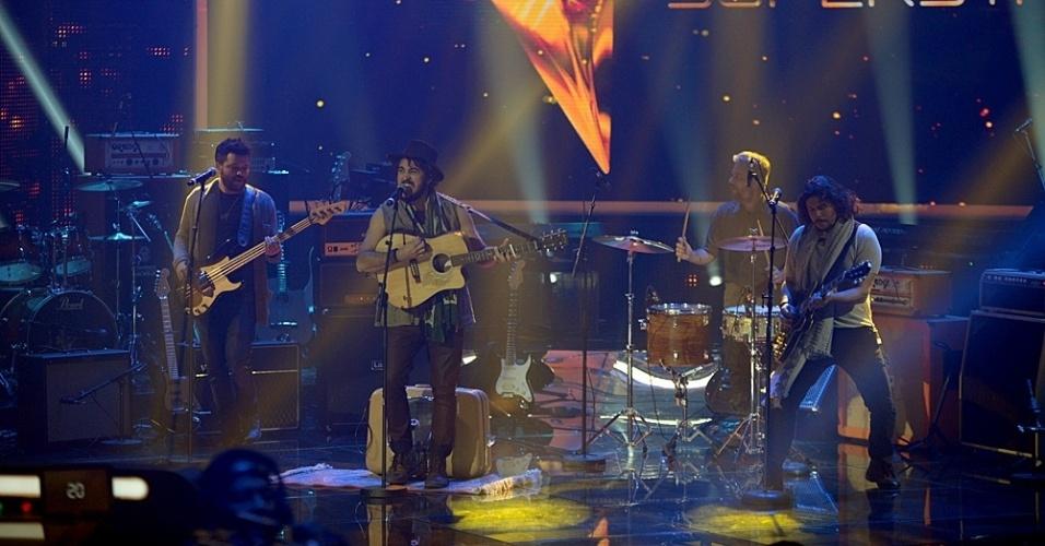 """22.jun.2014 - Suricato apresenta música em parceria com Paulinho Moska e recebe 72% dos votos no """"SuperStar"""""""