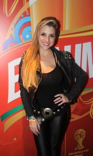 23.jun.2014 - A ex-BBB Clara Aguilar foi toda de preto ao camarote Brahma em São Paulo para acompanhar o jogo do Brasil contra Camarões