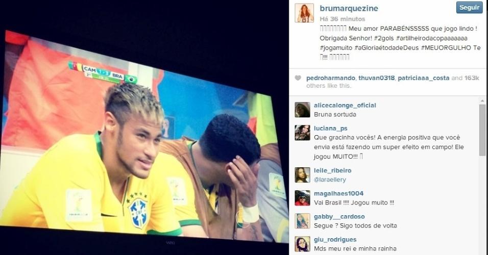 """23.jun.2014 - Bruna Marquezine comemora vitória do Brasil e artilharia da Copa com foto de Neymar em transmissão do jogo contra Camarões. """"Meu amor PARABÉNSSSSS que jogo lindo ! Obrigada Senhor! #2gols #artilheirodacopaaaaaaa #jogamuito #aGloriaétodadeDeus #MEUORGULHO"""", escreveu a atriz de """"Em Família"""""""